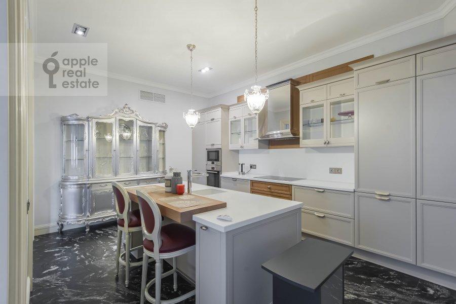 Кухня в 5-комнатной квартире по адресу Малый Новопесковский переулок 8