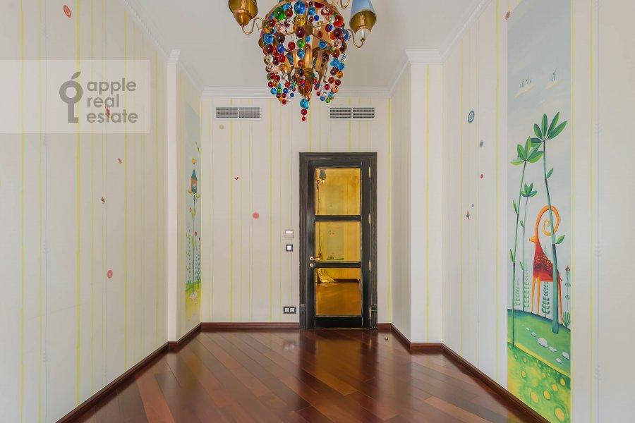 Children's room / Cabinet of the 3-room apartment at Ermolaevskiy pereulok 16