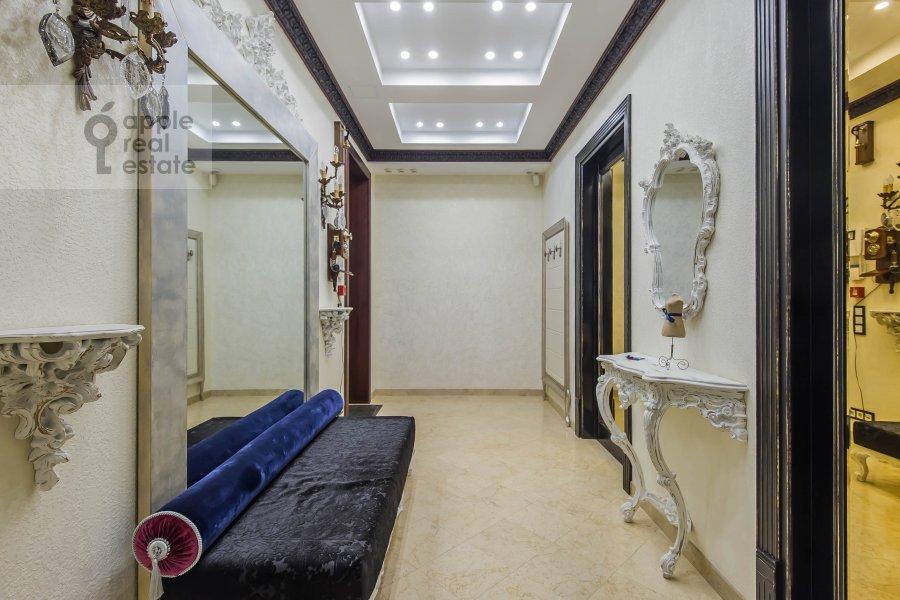 Corridor of the 3-room apartment at Ermolaevskiy pereulok 16