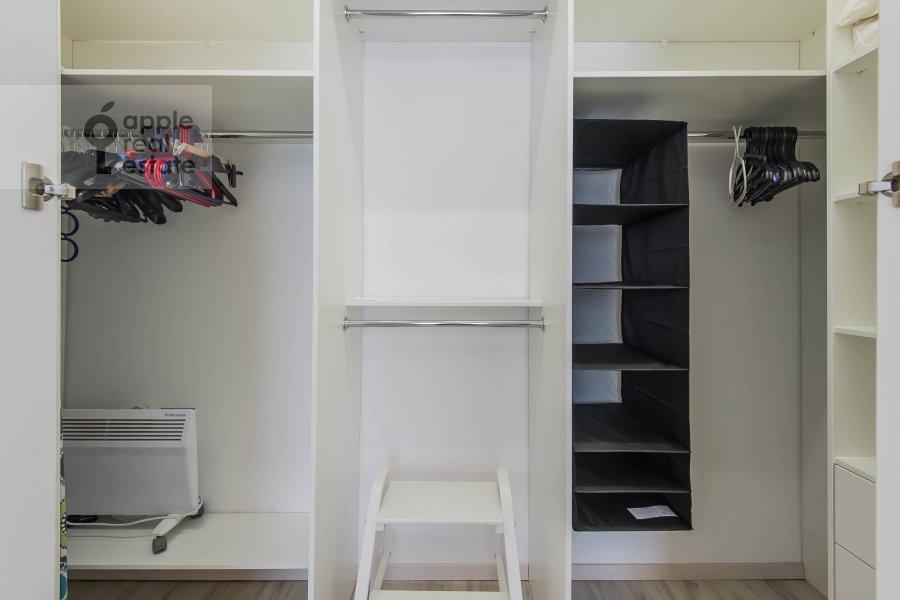 Walk-in closet / Laundry room / Storage room of the 3-room apartment at Novyy Arbat ul. 16