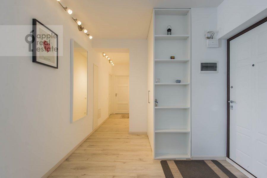Corridor of the 3-room apartment at Novyy Arbat ul. 16