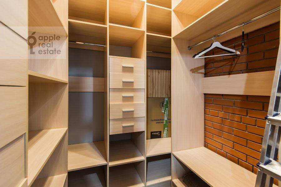 Walk-in closet / Laundry room / Storage room of the studio apartment at Dukhovskoy per. 17s10