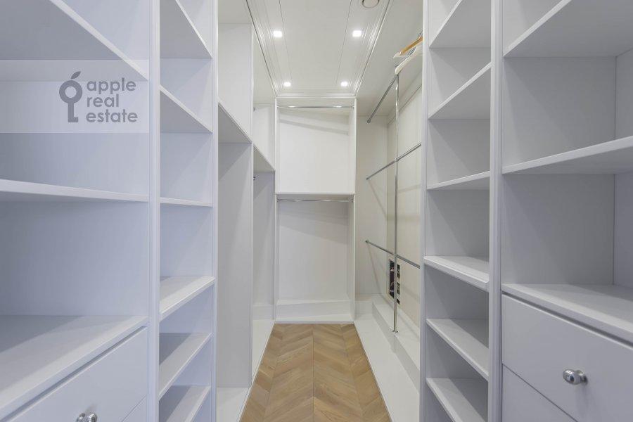 Гардеробная комната / Постирочная комната / Кладовая комната в 5-комнатной квартире по адресу Нащокинский переулок 7