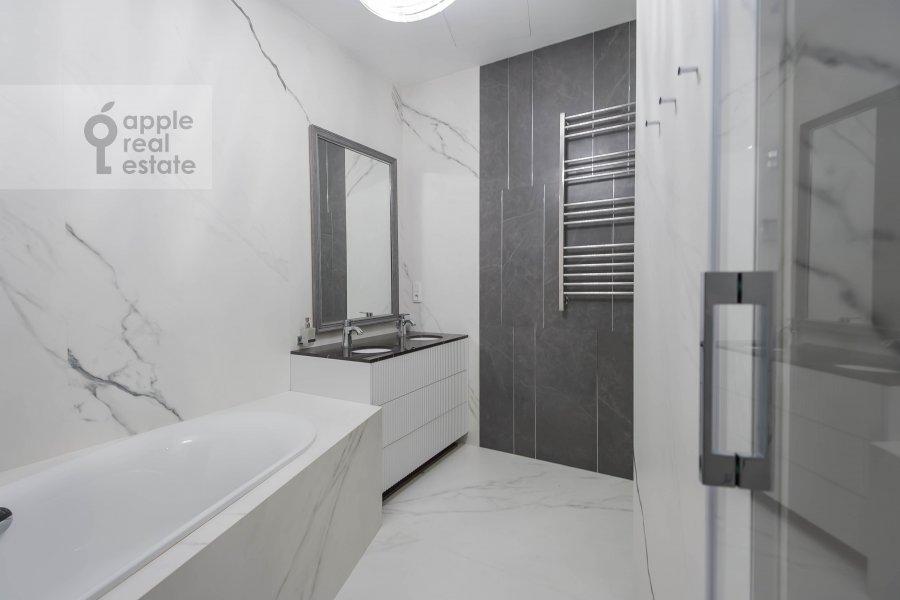 Санузел в 5-комнатной квартире по адресу Нащокинский переулок 7