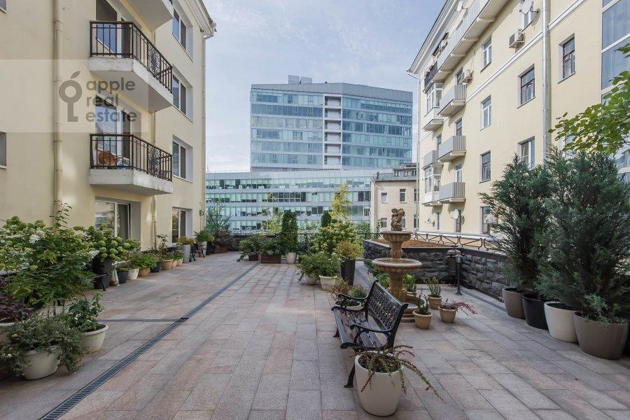Вид из окна в 5-комнатной квартире по адресу Печатников пер. 3с1