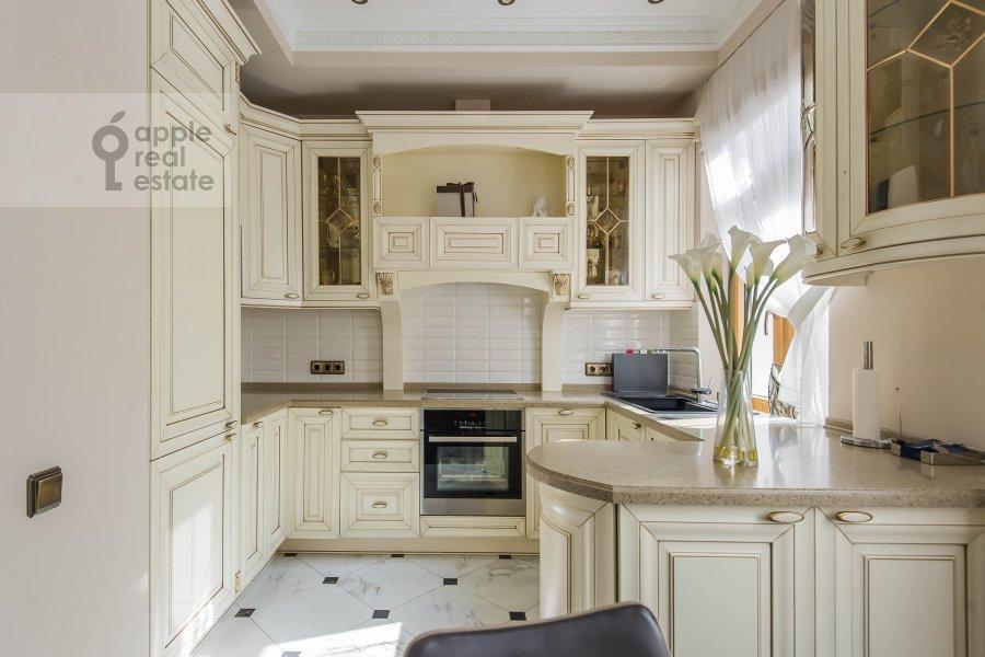 Кухня в 5-комнатной квартире по адресу Печатников пер. 3с1