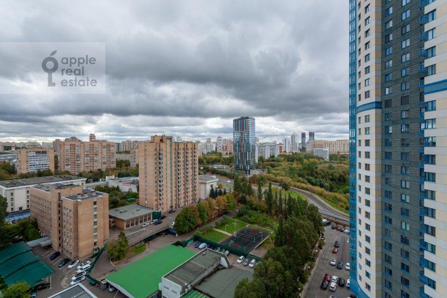 Вид из окна в 3-комнатной квартире по адресу Мосфильмовская 70к3