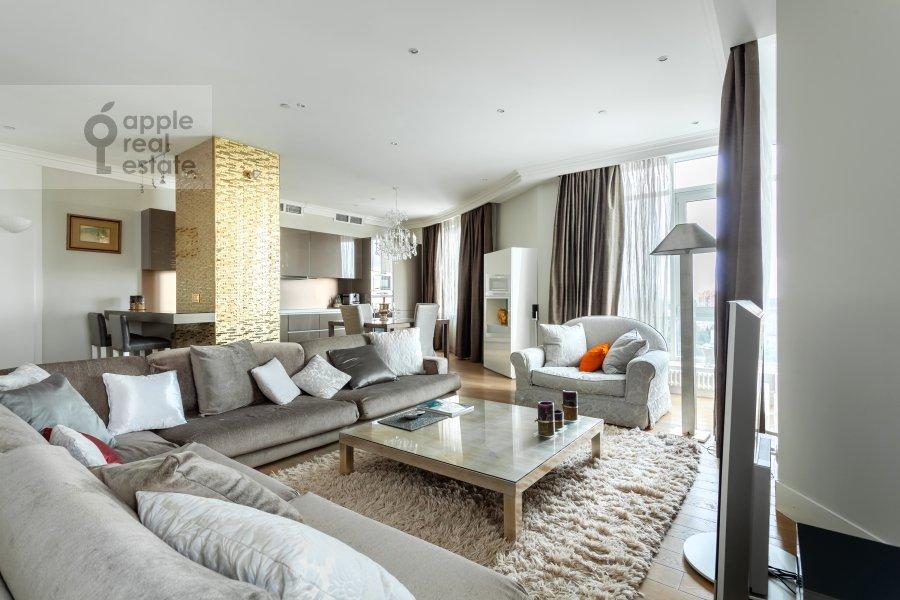 Гостиная в 3-комнатной квартире по адресу Мосфильмовская 70к3