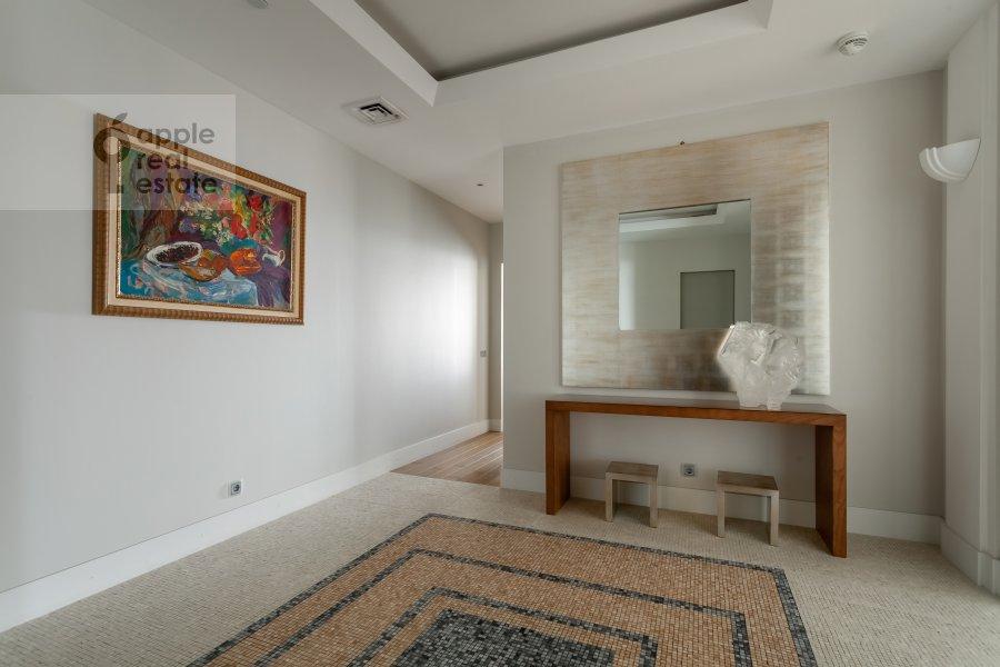 Коридор в 3-комнатной квартире по адресу Мосфильмовская 70к3