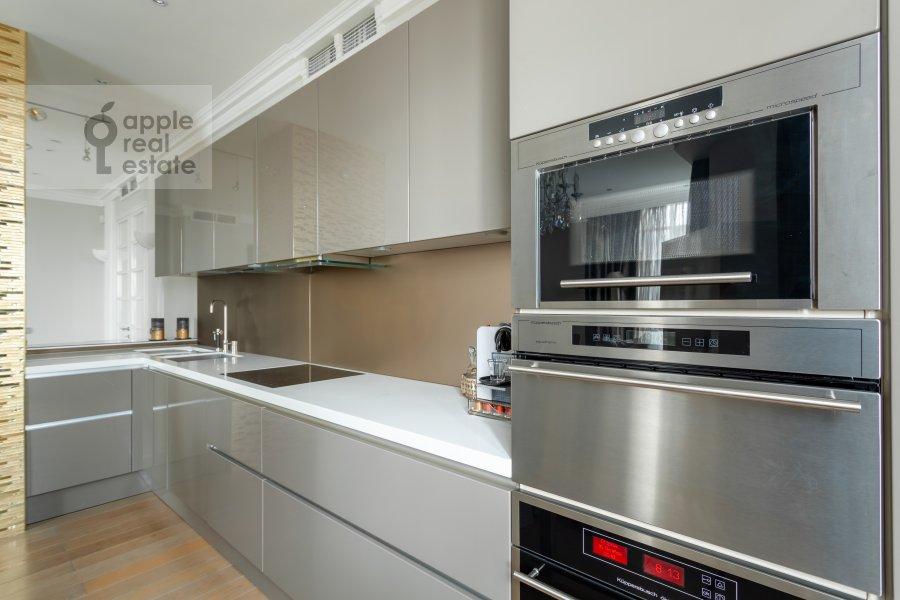 Кухня в 3-комнатной квартире по адресу Мосфильмовская 70к3