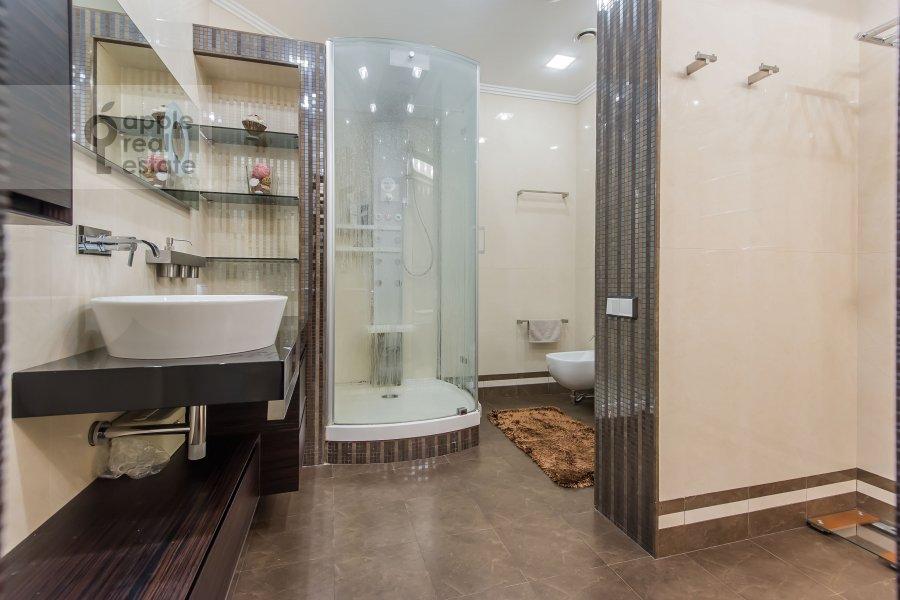 Санузел в 3-комнатной квартире по адресу Мосфильмовская улица 70к2