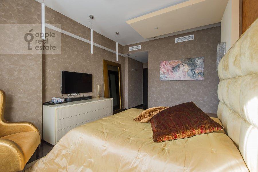 Спальня в 3-комнатной квартире по адресу Мосфильмовская улица 70к2