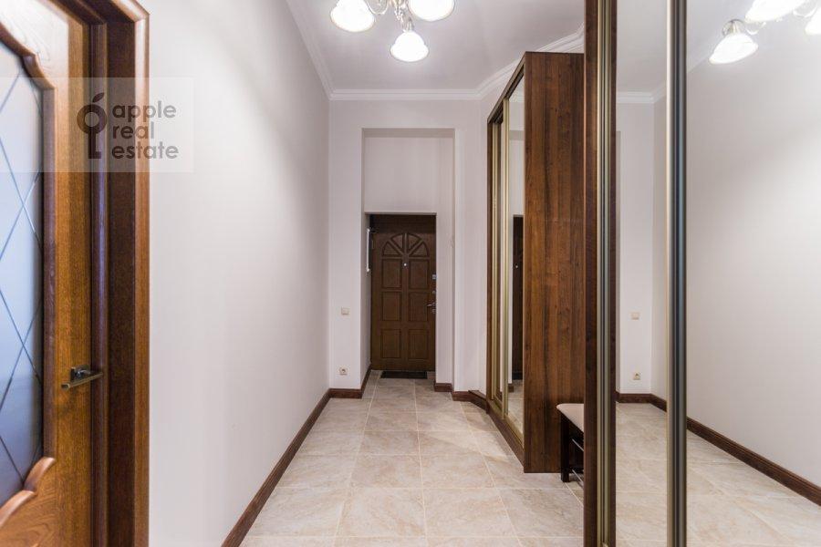 Коридор в 2-комнатной квартире по адресу Большой Овчинниковский переулок 26с2