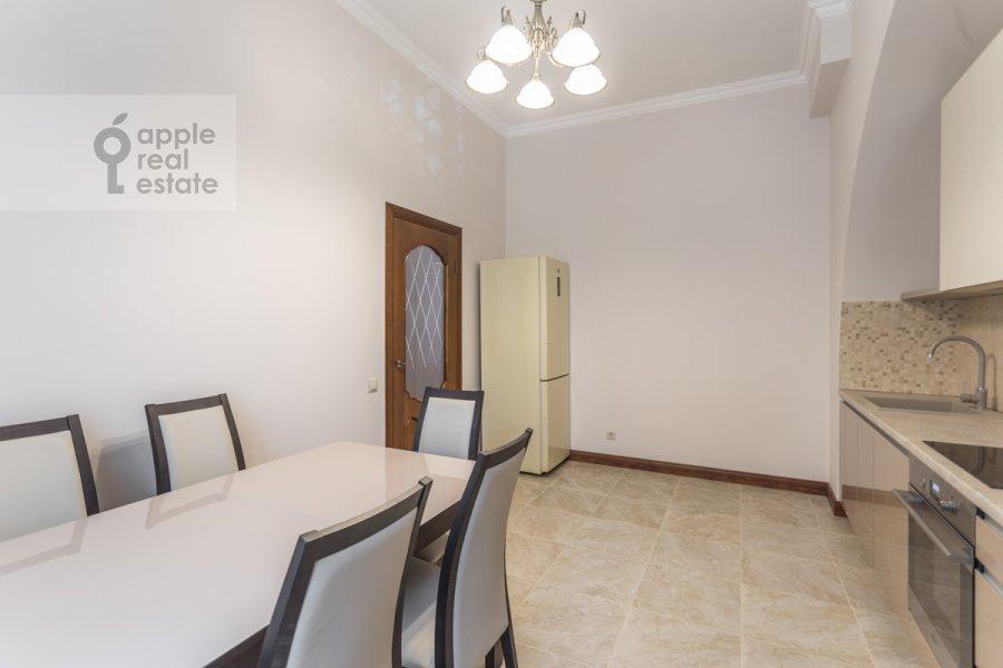 Кухня в 2-комнатной квартире по адресу Большой Овчинниковский переулок 26с2
