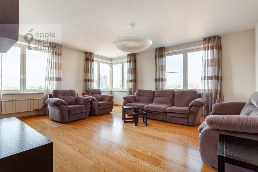 Living room of the 3-room apartment at Ruzheynyy pereulok 3