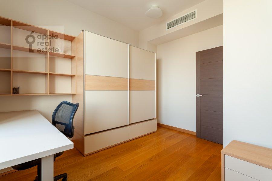 Children's room / Cabinet of the 3-room apartment at Ruzheynyy pereulok 3