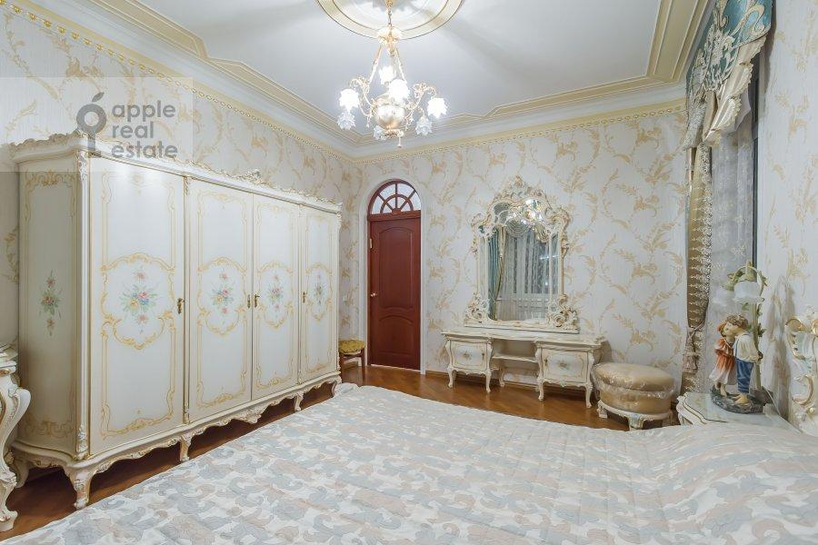 Bedroom of the 5-room apartment at Slesarnyy pereulok 3
