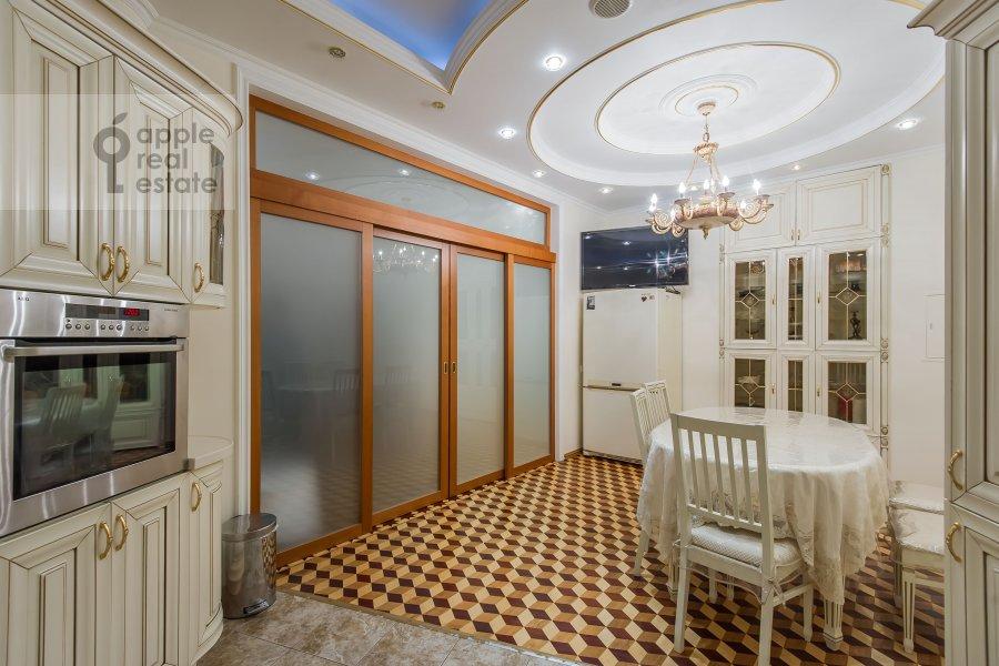 Kitchen of the 5-room apartment at Slesarnyy pereulok 3