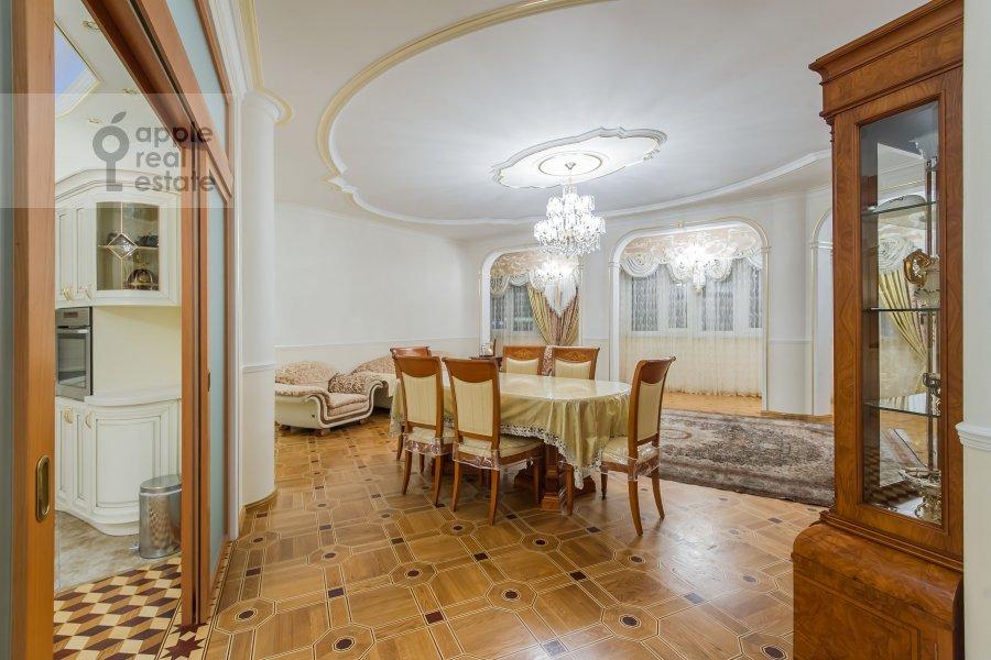 Living room of the 5-room apartment at Slesarnyy pereulok 3
