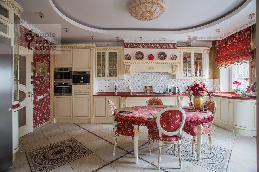 Кухня в 3-комнатной квартире по адресу Авиационная улица 77