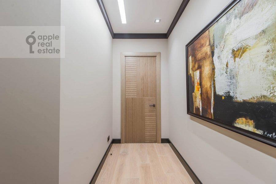 Коридор в 6-комнатной квартире по адресу Коробейников переулок 1