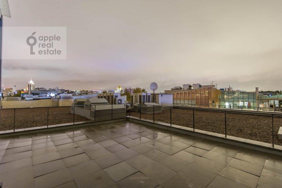 Вид из окна в 6-комнатной квартире по адресу Коробейников переулок 1