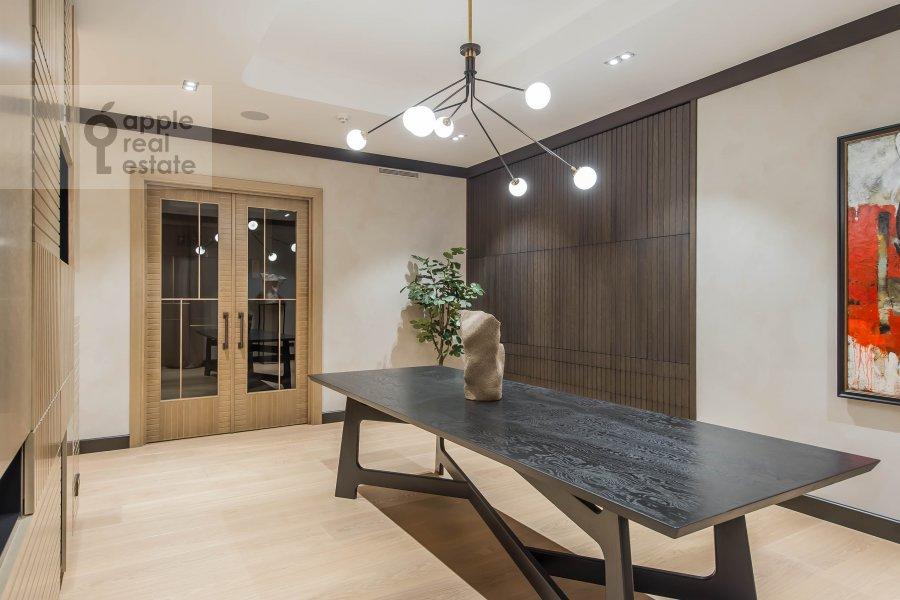 Кухня в 6-комнатной квартире по адресу Коробейников переулок 1
