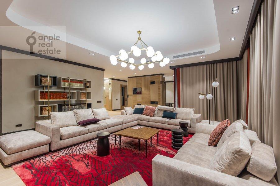 Гостиная в 6-комнатной квартире по адресу Коробейников переулок 1