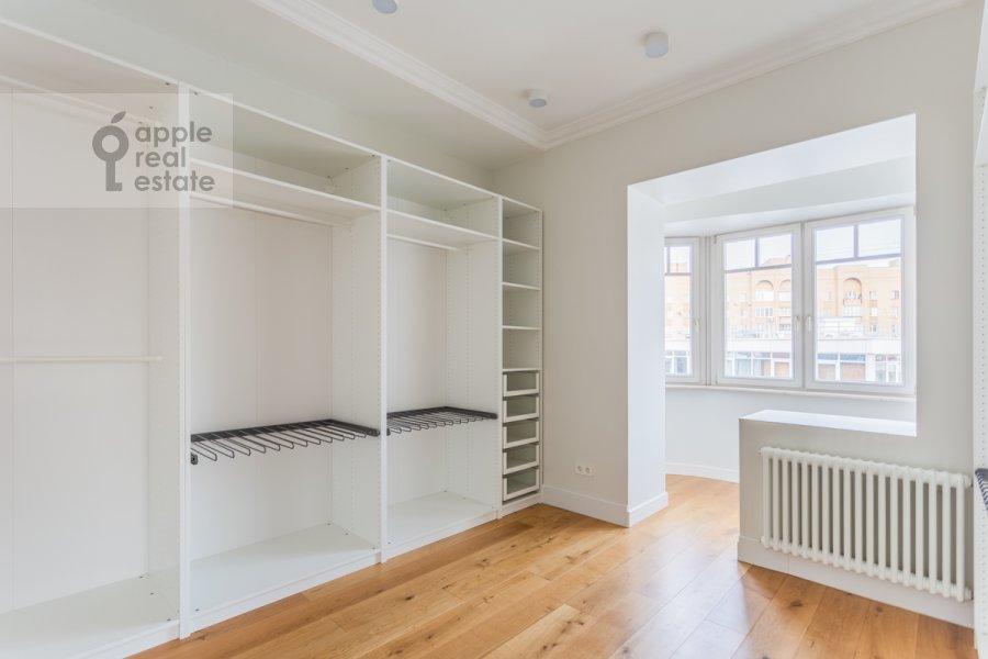 Гардеробная комната / Постирочная комната / Кладовая комната в 5-комнатной квартире по адресу Весковский пер. 2