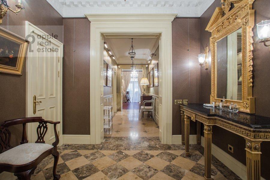 Corridor of the 3-room apartment at Pozharskiy pereulok 9