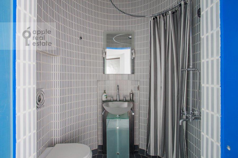 Bathroom of the 2-room apartment at Leninskiy pr-t. 16