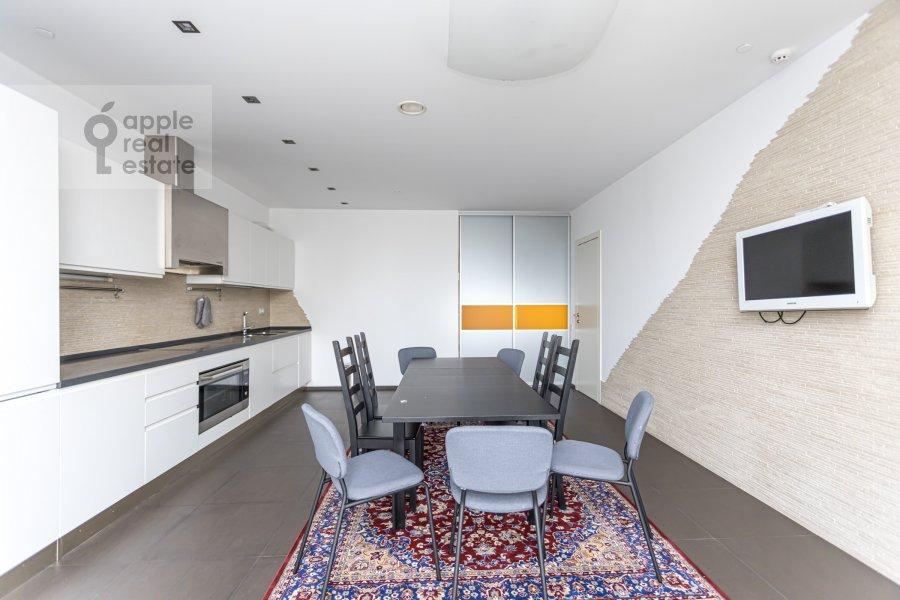 Кухня в 5-комнатной квартире по адресу Чапаевский пер. 3