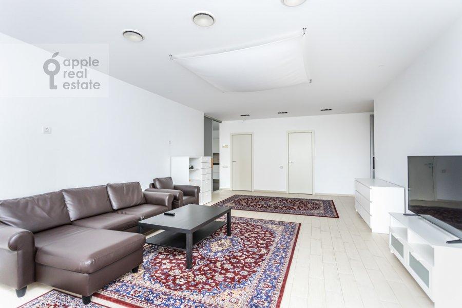 Гостиная в 5-комнатной квартире по адресу Чапаевский пер. 3