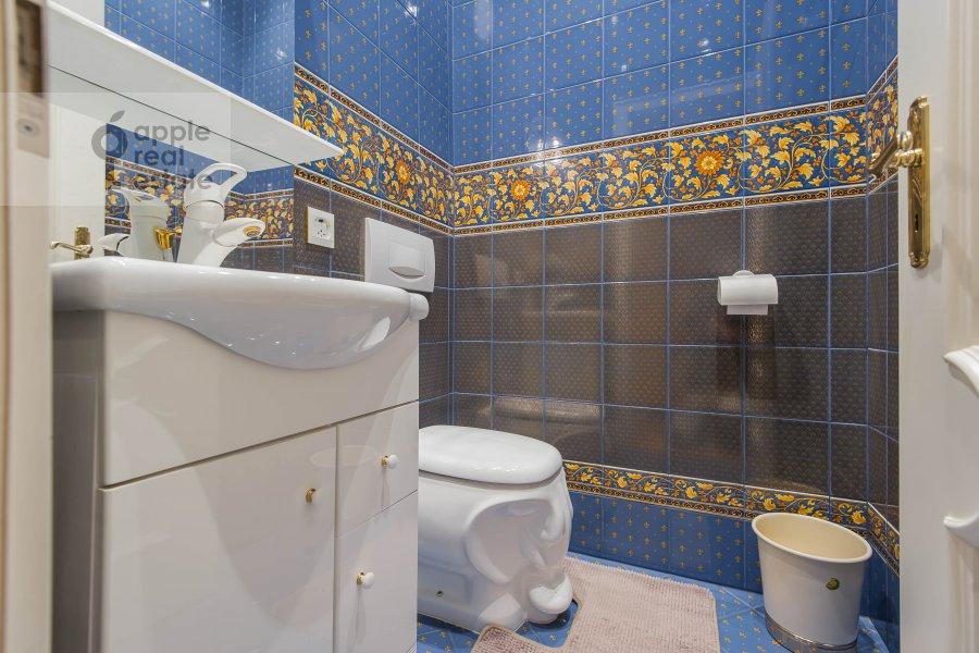Санузел в 4-комнатной квартире по адресу Малый Николопесковский переулок 4