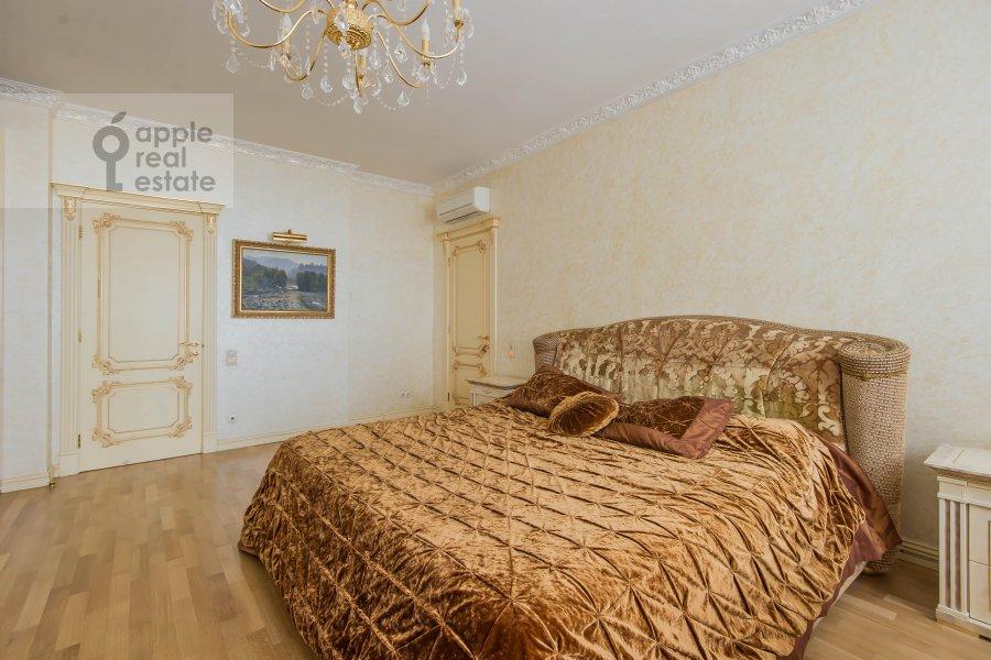 Bedroom of the 5-room apartment at Aviatsionnaya ul. 77Bk5