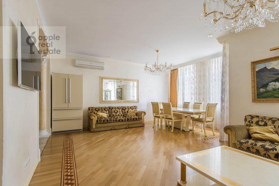 Living room of the 5-room apartment at Aviatsionnaya ul. 77Bk5