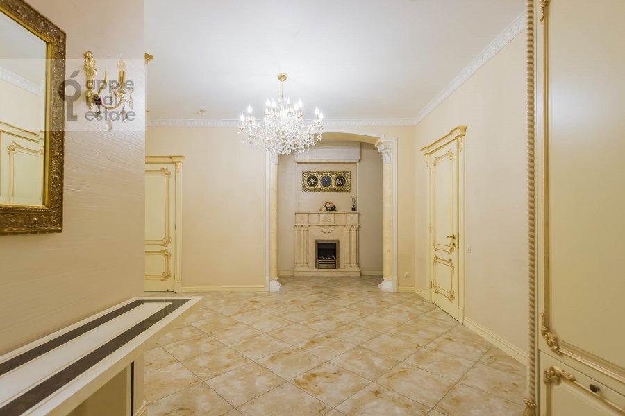 Corridor of the 5-room apartment at Aviatsionnaya ul. 77Bk5