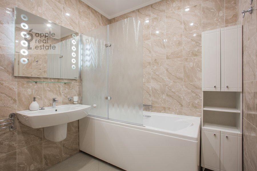Bathroom of the studio apartment at Marshala Rybalko ul. 2k6