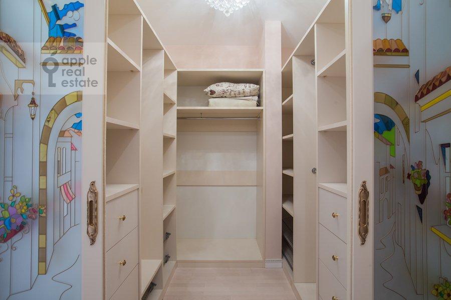 Гардеробная комната / Постирочная комната / Кладовая комната в 3-комнатной квартире по адресу Шмитовский проезд 16стр1