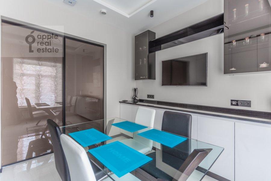 Кухня в 4-комнатной квартире по адресу Арбат 30/2стр.1