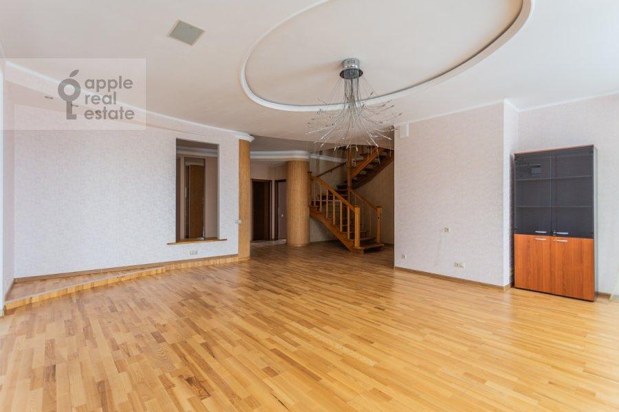 Living room of the 5-room apartment at Taganskaya ulitsa 36k2