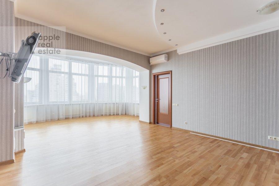 Bedroom of the 5-room apartment at Taganskaya ulitsa 36k2