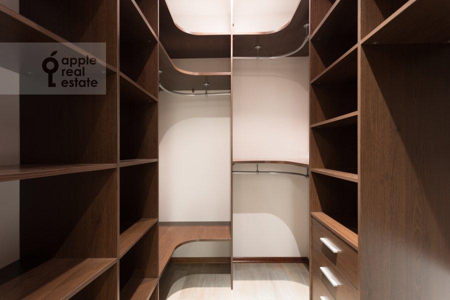 Гардеробная комната / Постирочная комната / Кладовая комната в 2-комнатной квартире по адресу Нежинская 1к3