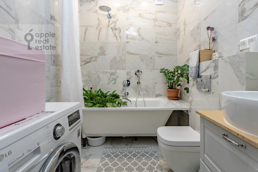 Bathroom of the 2-room apartment at Kronshtadtskiy bul'var 6k1