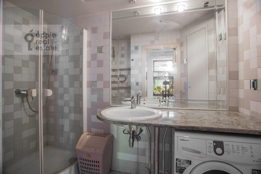 Bathroom of the 4-room apartment at Myasnitskaya ulitsa 24/7s1