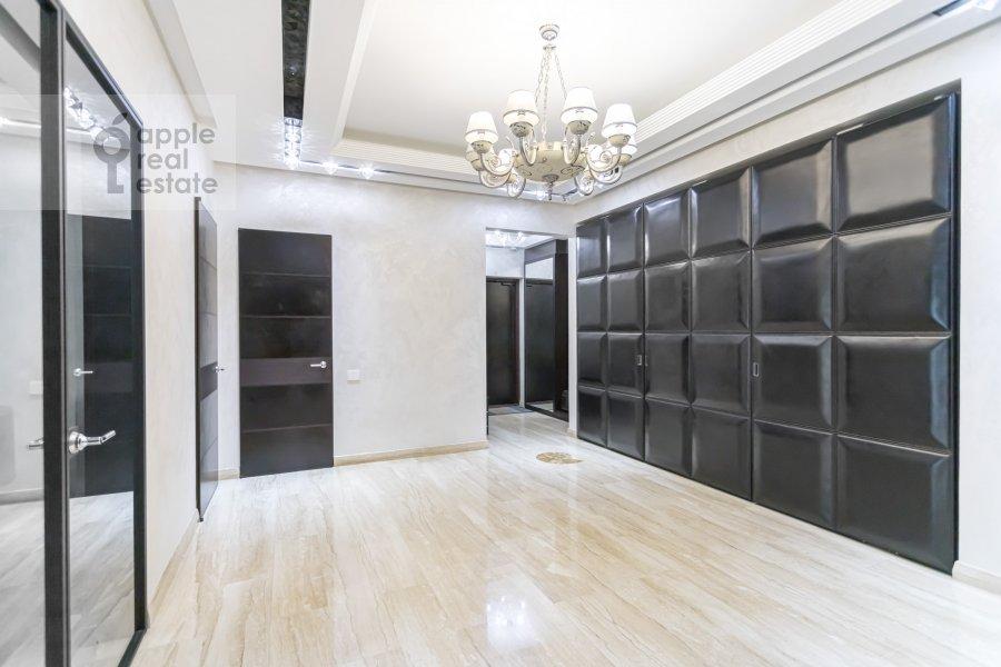 Living room of the 4-room apartment at Dokhturovskiy pereulok 6