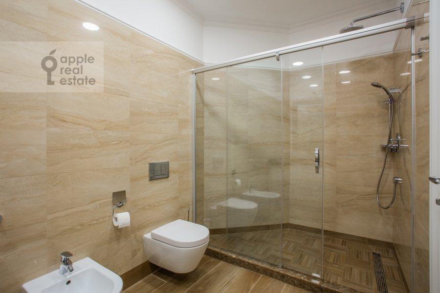 Bathroom of the 3-room apartment at Bol'shoy Tishinskiy pereulok 10s1