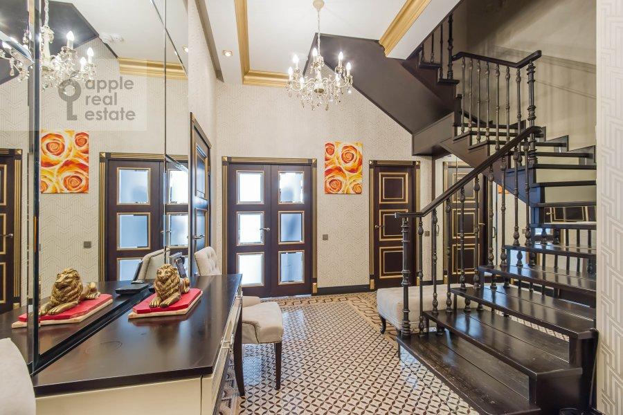 Corridor of the 5-room apartment at Mosfil'movskaya ulitsa 8