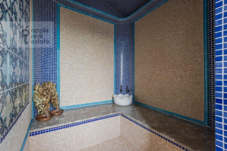 Bathroom of the 5-room apartment at Mosfil'movskaya ulitsa 8