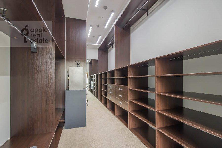 Walk-in closet / Laundry room / Storage room of the 5-room apartment at Mosfil'movskaya ulitsa 8